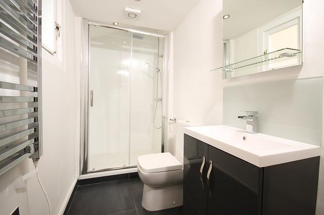 Nowoczesny prysznic. Jakie wyposażenie łazienkowe wybrać?
