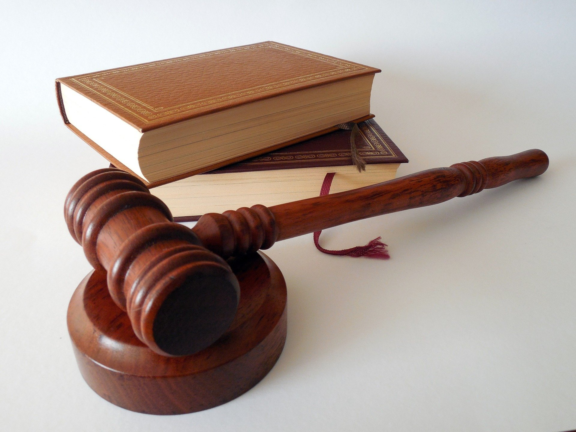 Jak zawierać bezpieczne umowy? 3 ważne porady